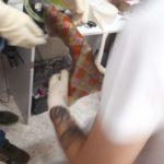 Słuchacze kierunku technik ortopeda SPMiS podczas zajęć w warsztacie ortopedycznym