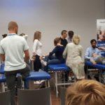 Technik masażysta w Łodzi podczas szkoleń na targach rehabilitacji i medycyny fizykalnej
