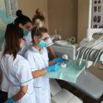 Higienistka stomatologiczna w Wałczu na zajeciach praktycznych