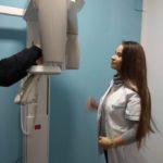 Kierunek technik elektroradiolog na zajęciach praktycznych rtg