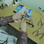 uczniowie-kierunku-technik-optyk-podczas-zajec-praktycznych