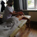 zajecia-praktyczne-z-masazu-studium-pracownikow-medycznych-i-spolecznych-11