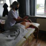 zajecia-praktyczne-z-masazu-studium-pracownikow-medycznych-i-spolecznych-12