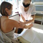 zajecia-praktyczne-z-masazu-studium-pracownikow-medycznych-i-spolecznych-14