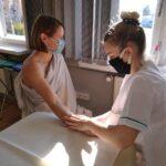zajecia-praktyczne-z-masazu-studium-pracownikow-medycznych-i-spolecznych-16